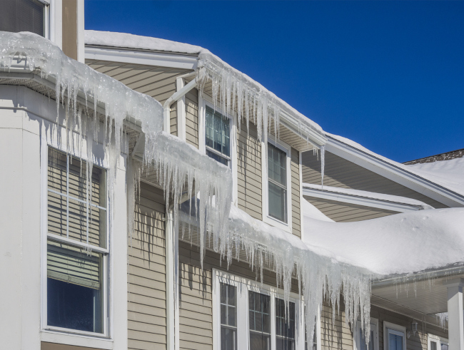4 Ways to Prevent Ice Dams in Rain Gutters